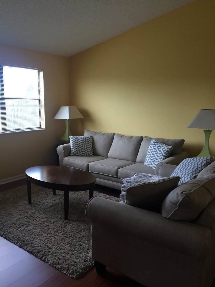 One bedroom apartment in Hollywood