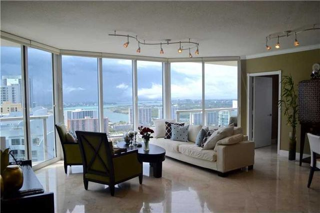 Two bedroom apartment in Sunny Isles with ocean view